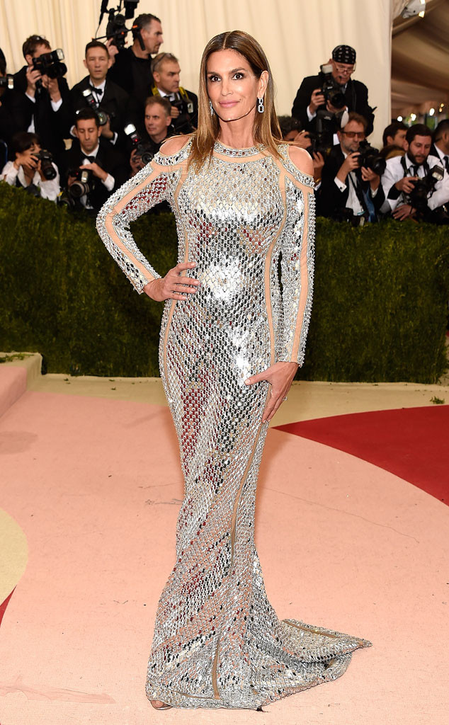 rs_634x1024-160502165155-634-Cindy-Crawford-MET-GALA-Arrivals-J1R-050216