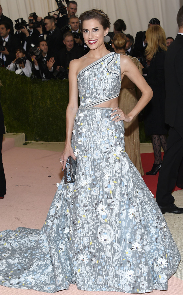 rs_634x1024-160502173517-644-MET-GALA-Arrivals-allison-williams