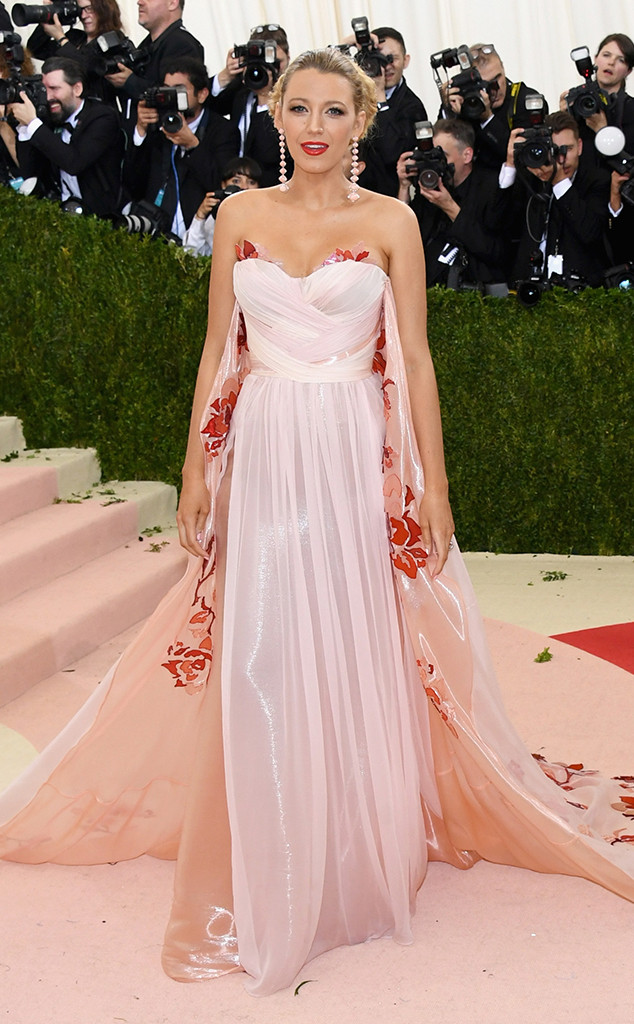 rs_634x1024-160502174852-634-blake-lively-MET-GALA-Arrivals-2016